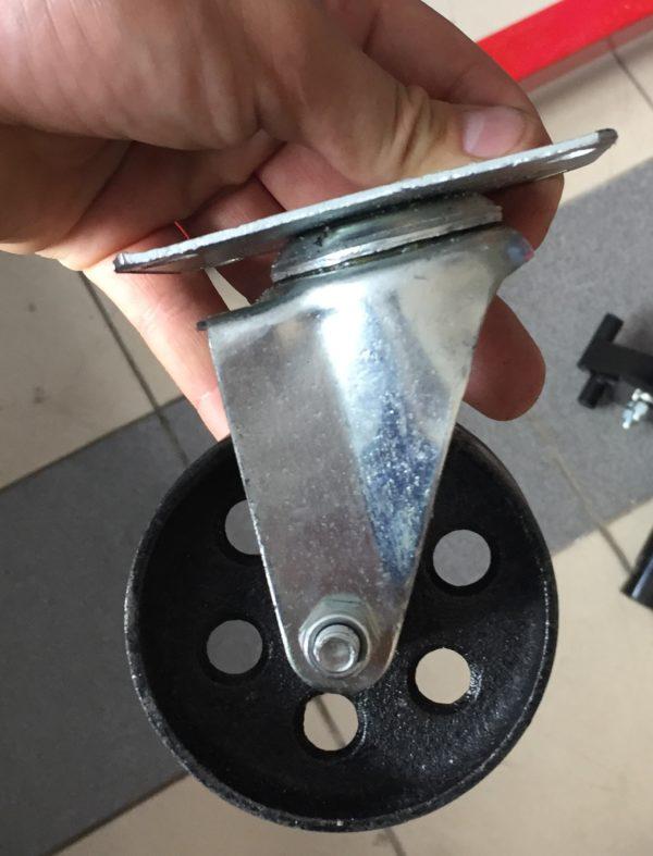 Колесо поворотное металлическое